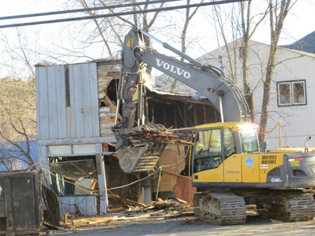 excavator taking down the walls of Autoware