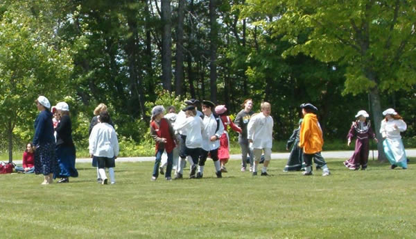4th grade students dressed for history day
